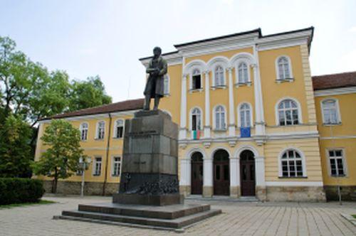 Априловска гимназия - История на България